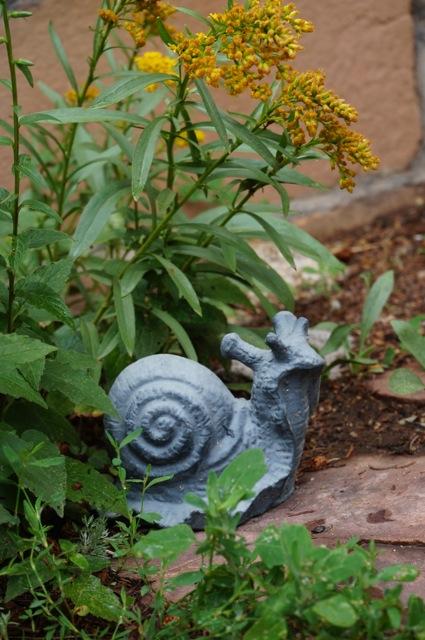 snail wildlife statue